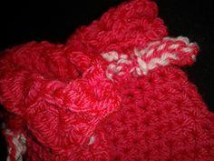 Ravelry: Crocodile Crochet Stitch Baby Mittens pattern by Laura Tegg