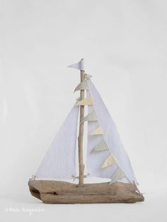 de madera de deriva de bricolaje, Veleros de madera de deriva de bricolaje, Veleros de madera de deriva de bricolaje, Large driftwood boat driftwood sailboat boat by hippiefishbeachart DIY Driftwood Sailboats - White Gunpowder Sundays at Home Week 146 Driftwood Projects, Driftwood Art, Painted Driftwood, Driftwood Beach, Beach Crafts, Summer Crafts, Deco Marine, Bois Diy, Kids Wood