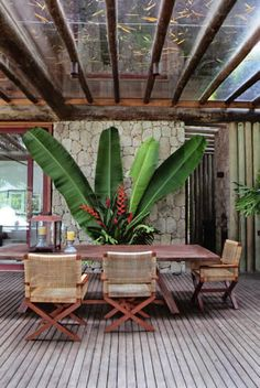The Sig Bergamin architect knew how he can incorporate into the design of your own home all your personal taste and talent for decoration. The residence of the architect in each environment has a style and unique stories. Outdoor Rooms, Outdoor Gardens, Outdoor Living, Outdoor Decor, Outdoor Chairs, Tropical Houses, Tropical Decor, Exterior Design, Interior And Exterior