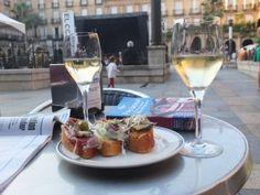 Verre de #Txakoli et #Pintxos sur une terrasse à Bilbao