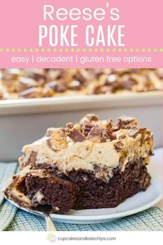chocolate peanut butter poke cake Peanut Butter Cup Poke Cake - the perfect potluck party dessert recipe for serious chocolate and peanut butter lovers. Start with a dev Peanut Butter Cups, Peanut Butter Filling, Peanut Butter Desserts, Dessert Party, Köstliche Desserts, Dessert Recipes, Dessert Simple, Sheet Cake Recipes, Cake Mix Recipes