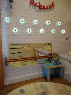 """Quartinho DIY Montessoriano de Menina com tema """"Amor pela Natureza"""" e paleta em candy colors."""