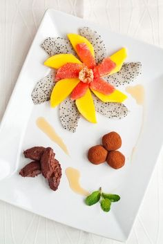 Chocolate and figs truffles, chocolate mousse, exotic fruits, delicious syrup Recipe Notes, Exotic Fruit, West Indies, Clean Eating Snacks, Cinnamon Sticks, Just Desserts, Truffles, Hot Chocolate, Mousse