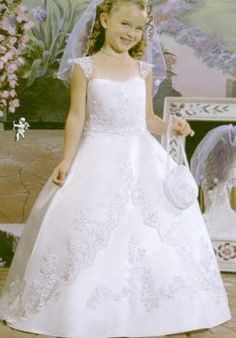 Find discount ball gown full length satin first holy communion dresses, flower girl dresses, wedding party dresses at discount prices Flower Girl Gown, White Flower Girl Dresses, Wedding Flower Girl Dresses, Lace Flower Girls, Wedding Party Dresses, Dress Girl, Bridesmaid Dresses, Zottiger Bob, Pageant Dresses