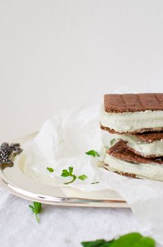mint chocolate ice cream sandwiches (gluten & dairy free + vegan) | tuulia blog