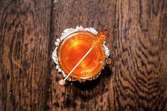 Cocktails Collection F/W 2018 - ALI BABA ET LES 40 FLAMMES au @JefreysBar --  @plantation.rum OFDT  Thé vert à la menthe  Casablanca  @mariagefreresofficial   Sirop de miel   Fleur doranger  -- #garnish #cocktail #cocktails #cocktailbar #cocktailporn #craftcocktail #craftcocktails #cocktailscollection #drink #drinks #drinking #drinklover #LiqPic #barlife #bartender #mixology #mixologist #mixologyart #MixologyGuide #Paris #parisian #parisianlife #parisbynight #seemyparis #makeitworldclass…