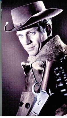Steve McQueen in Wanted: Dead or Alive Classic Hollywood, Old Hollywood, Bullitt Movie, Famous Celebrities, Celebs, Steampunk Airship, Tv Westerns, Mc Queen, Black Actors