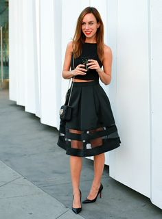 Sydne-Style-how-to-wear-a-crop-top-full-black-skirt-sheer-panels-express-black-holiday-outfit-ideas-red-lips-party-bag