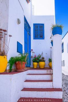 Tunisie côté mer - Sidi Bou Saïd Sidi Bou Said, East Africa, North Africa, Magic Background, House Paint Exterior, Tourist Places, Dream Decor, House Painting, Decoration