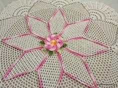 Tapete redondo – Flor Bergamota | Croche.com.br