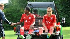 Injured players of FC Bayern Munich David Alaba (L) and Rafinha are driven off the pitch after trhe shooting of the official team photo for the upcoming season 2012-13 at the clubs training grounds in Munich, Germany, 30 July 2012.  EPA/AND