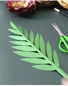 Paper Flowers Craft, Paper Flower Wall, Paper Crafts Origami, Easy Paper Crafts, Flower Crafts, Diy Flowers, Diy Paper, Homemade Party Decorations, Paper Leaves
