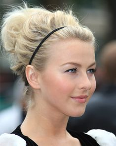 Celebrity Hairstyles: Cute and Quick Hairstyles for Everyday Occasions There are always moments that you are too lazy to deal with your hair. Or, you may sleep over and have rush and speed up your pace, so you don't hav. Quick Work Hairstyles, Spring Hairstyles, Bun Hairstyles, Pretty Hairstyles, Waitress Hairstyles, Nurse Hairstyles, Christmas Hairstyles, Latest Hairstyles, Wedding Hairstyles