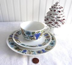 This is a Arzberg, Bavaria Germany mid-century retro design teacup trio, or cup and saucer with matching plate salad plate or dessert plate made by in the 1960s. The design of the fine porcelain teacu