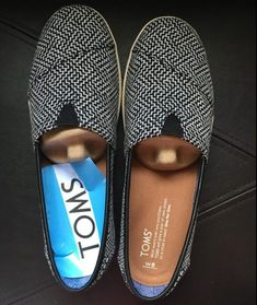 These toms have a thicker sole which I'm in need of and I love the color and pattern. Cheap Toms Shoes, Toms Shoes Outlet, Uggs Outlet, Toms Outfits, Casual Outfits, Toms Sneakers, Wedges Outfit, Ugg Classic Tall