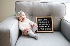 New Funny Baby Announcement Letterboard Ideas Baby Christmas Photos, Babies First Christmas, 1st Christmas, Baby Monat Für Monat, Christmas Baby Announcement, Baby Messages, Funny Baby Pictures, 3 Month Old Baby Pictures, Milestone Pictures
