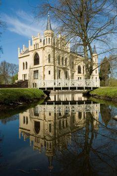 Schloss im Spiegelbild by Matthias Smit