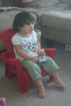 Sophia viendo tv.