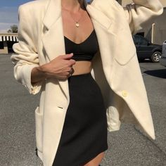 Are you looking for outfit inspiration? Then take a look at us! Either you are looking for casual, business, urban, classy looks, we got you covered! Classy Outfits, Casual Outfits, Vintage Outfits, Mode Outfits, Fashion Outfits, Womens Fashion, Fashion Clothes, Fashion Ideas, Fashion Belts