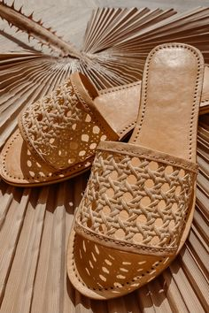 Island Luxe vegan woven rattan slides with an open rattan foot strap. A flat shoe for everyday wear, featuring vegan-friendly materials, and a stylish rattan design. Non slip sole, in a nude/ straw colour Vegan leather Fashion Wear, Fashion Shoes, Fashion Accessories, Espadrilles, Mother Of Pearl Earrings, Net Bag, Gingham Fabric, Vegan Shoes, Beach Shoes