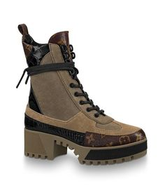 Louis Vuitton Laureate Platform Desert Boot Source by PatricexJ vuitton shoes Louis Vuitton Trainers, Louis Vuitton Boots, Luis Vuitton Shoes, Dr Shoes, Me Too Shoes, Shoes Heels, 00s Mode, Desert Boots Women, Chunky Boots