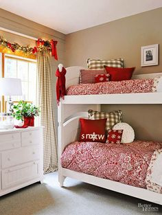 Adding holiday cheer to a bedroom can be as simple as changing the sheets. Showcase cheerful red-and-white comforters and red or green throw pillows, and tie a bright scarf to the bed post for a festive finish. For a look that's both merry AND bright, dra Christmas Bedding, Christmas Home, Christmas Holidays, White Christmas, Christmas Trees, Minimalist Christmas, Beautiful Christmas, Natural Christmas, Christmas Vacation