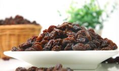 Is raisins good for your health? So now let's discuss about the best raisin benefits you must know.All age groups has been most popular since earliest years Healthy High Calorie Foods, High Calorie Meals, Healthy Fats, Healthy Brain, Nutrients In Eggs, Raisins Benefits, High Protein Vegetables, Gain Weight Fast, Healthy Food Alternatives