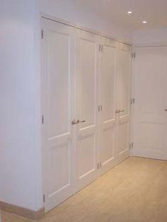 Graag willen wij in onze gang een inbouwkast laten maken.  2 Draaideuren. Paneeldeuren. Gezien de hoogte waarschijnlijk 4 deuren.