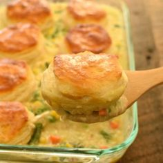 Chicken Pot Pie made easy! We love this Biscuit Chicken Pot Pie with pre-made biscuits, it's a delicious fast way to get dinner on the table. Chicken Pot Pie is one of the best comfort foods around… Cream Of Chicken Soup, Chicken Pot Pie Recipe With Biscuits, Chicken Pot Pie Casserole, Easy Chicken Pot Pie, Biscuit Pot Pie, Recipes With Grands Biscuits, Pilsbury Biscuit Recipes, Grand Biscuit Recipes, Chicken In A Biscuit