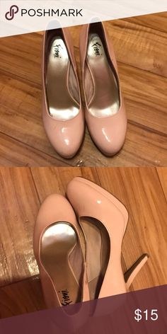 Nude heels Nude heels , worn a few times size 9. In very good condition has 2 scratches but no major damage Shoes Heels