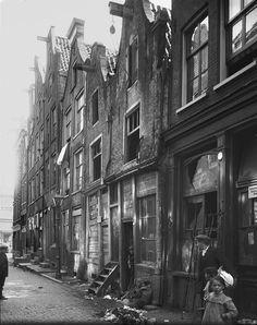 Sloppen/Krotten in de Uilenburgerstraat, Amsterdam, Netherlands, 1925. Slums in Amsterdam, Uilenburgerstraat, Netherlands, year 1925
