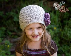 Girls crochet hat with flower Baby crochet hat por ktandthesquid, $23.00