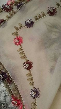 Hulyasya kaptı Source by hulyasya Needle Tatting, Needle Lace, Hand Embroidery, Embroidery Designs, Lace Art, Tatting Jewelry, Cross Stitch Needles, Lace Making, Lace Flowers