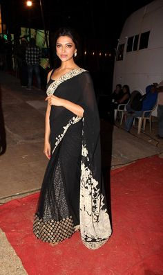 I dont like the print of the sari much. bt love how she has a lacy designed peticoat under the sheer sari! Sabyasachi Sarees, Indian Sarees, Lehenga Saree, Indian Attire, Indian Wear, Saris, India Fashion, Asian Fashion, Oriental Fashion