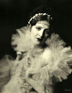 Billie Dove, 1928