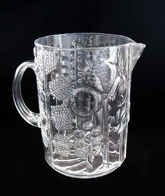 Each Toikka's glass works are unique. Tom Of Finland, Lassi, Nordic Design, Flora, Scandinavian, Glass Art, Perfume Bottles, Sculpture, Ceramics