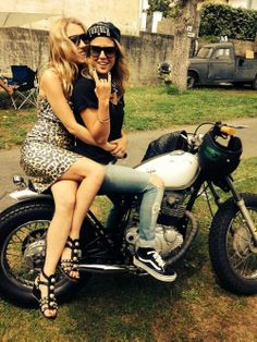 #girls #motorcycles   caferacerpasion.com