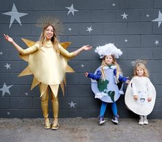 Sun, Earth and Moon group Halloween costume: A super stylish no-sew look for the whole fam - Real Time - Diet, Exercise, Fitness, Finance You for Healthy articles ideas Kids Space Costume, Space Costumes, Family Costumes, Group Costumes, Trio Halloween Costumes, Disney Halloween, Halloween Diy, Zombie Costumes, Halloween Couples
