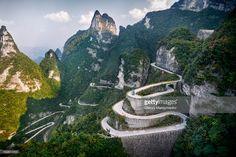 Серпантин дороги в Tianmen Национальный парк горы, Чжанцзяцзе, провинция Хунань, Китай 2014