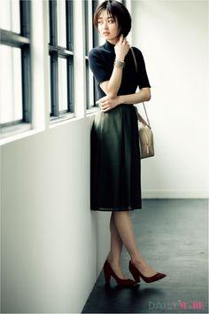 大人シンプルなスカートコーデを美人なパンプスでぐっと格上げ! | DAILY MORE
