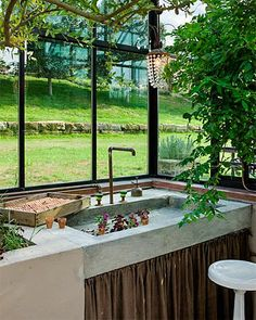 absolutely LOVE this sink in a greenhouse!