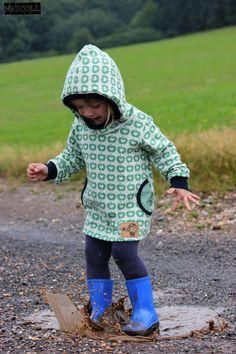 Fabric design by BORA - Appel Liefde - Licensed by Lillestoff - Jaquard - Photo: Nicole Börker #fabric #fabricdesign #design #jaquard #apples #sewing #rain #mud #cute #girl #love