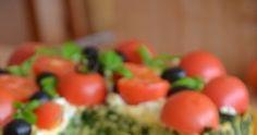 Włoski tort makaronowy to rodzaj warstwowej zapiekanki, w której znajduje się m.in. szpinak, pomidory, kurczak, mozarella, feta,... Feta, Vegetables, Blog, Finger Food, Veggies, Veggie Food, Vegetable Recipes