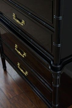 How to Spray High Gloss Oil Paint-Learn how to create scroll stopping piec - Melina Spray Painting Wood Furniture, Black Painted Furniture, Lacquer Furniture, Bamboo Furniture, Painted Chairs, Diy Furniture, Upcycled Furniture, Diy Painting, Vintage Furniture