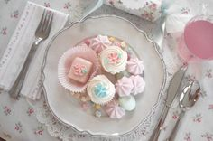 16. table setting theme - vintage floral linens, lace & pastel sweets #modcloth #wedding