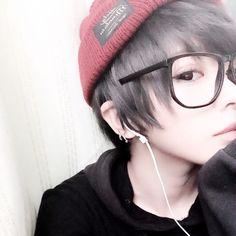「ナチュラル男装」是非ショートの方はトライしてみてください!)^o^( Cute Emo Boys, Cute Korean Boys, Cute Guys, Messy Hairstyles, Pretty Hairstyles, Beautiful Boys, Beautiful People, Ftm Haircuts, Estilo Tomboy