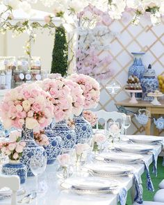 Our beautiful blue & white table setting for an afternoon tea party - Table Settings White Table Settings, Beautiful Table Settings, Setting Table, Place Settings, Afternoon Tea Parties, Afternoon Tea Table Setting, Afternoon Tea Party Decorations, Afternoon Tea Wedding, Dresser La Table