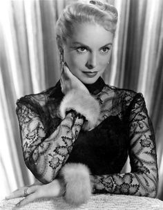 🛁 Maybe the most famous scene in movie history. Viejo Hollywood, Hollywood Actor, Golden Age Of Hollywood, Vintage Hollywood, Hollywood Actresses, Classic Hollywood, Hollywood Glamour, Hollywood Stars, Janet Leigh