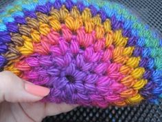 Wil je een muts haken? Ik heb een erg simpel patroon, zeer geschikt voor de beginnende haakster en zelfs voor kinderen die leren haken! Crochet Pattern Free, Crochet Butterfly Pattern, Crochet Patterns, Crochet Scarves, Crochet Yarn, Crochet Stitches, Crochet Dreamcatcher, Crochet Shell Stitch, Newborn Crochet