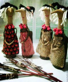 Купить или заказать ведьмули-красотули)) в интернет-магазине на Ярмарке Мастеров. в наличии одна ведьмочка - на первом фото - крайняя справа (в фартучке с листьями) !!!!!!!!!))) четыре ведьмочки выполнены по мотивам работ Стейси Мид Очень добрые получились дамочки)) Послужат хорошим подарком для ваших близких)), по достоинству оценят такой подарок любители хэллоуина)) и 'нечистой силы'))))) Так же послужит оберегом для вашего дома Подарок для людей с чувством юмора!!